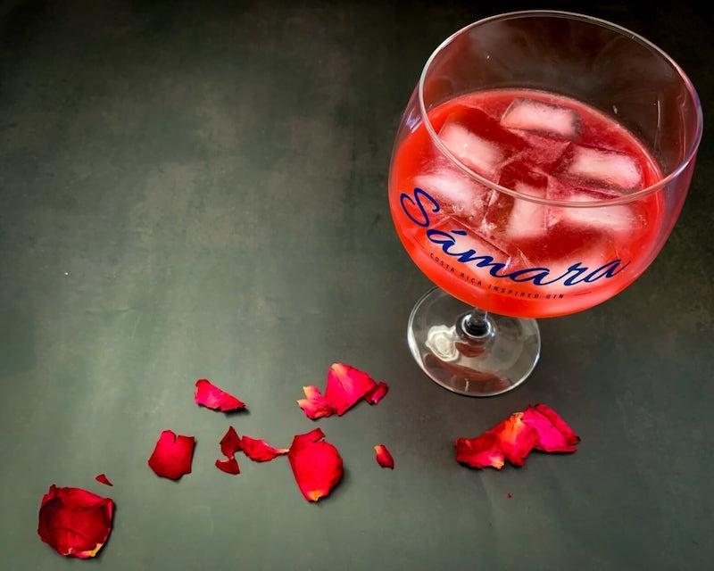 Rose-Petal-Cocktail-mit-Samara-Gin