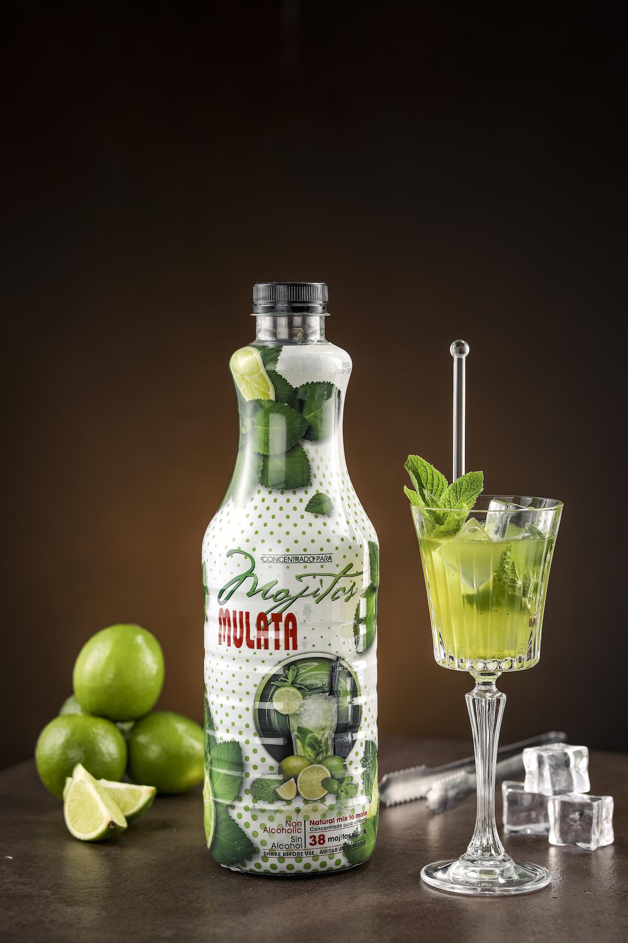 Mojito-Mulata-mit-Cocktail-Eis-und-Limetten_2