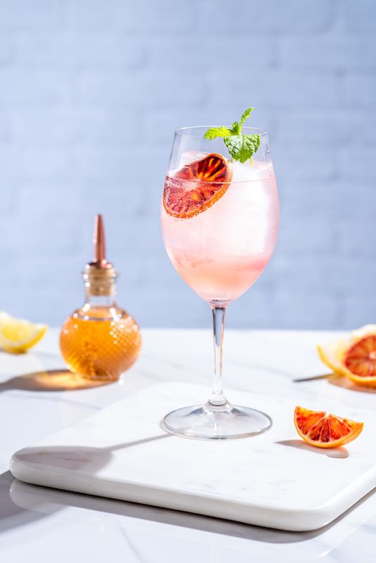 Ciao-Bella-Cocktail-mit-Rose-GindgJGVFrNC5P95
