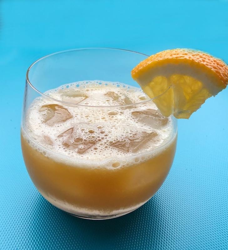 Pacharan-mit-Orangensaft-Cocktail