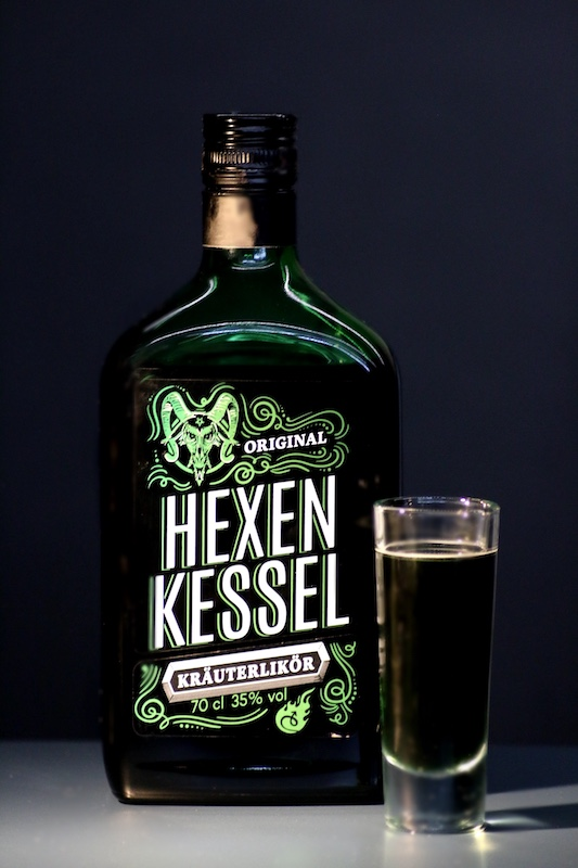 Burney_on_Acid_Shot_Cocktail_mit_Kraeuterlikoer_Hexenkessel