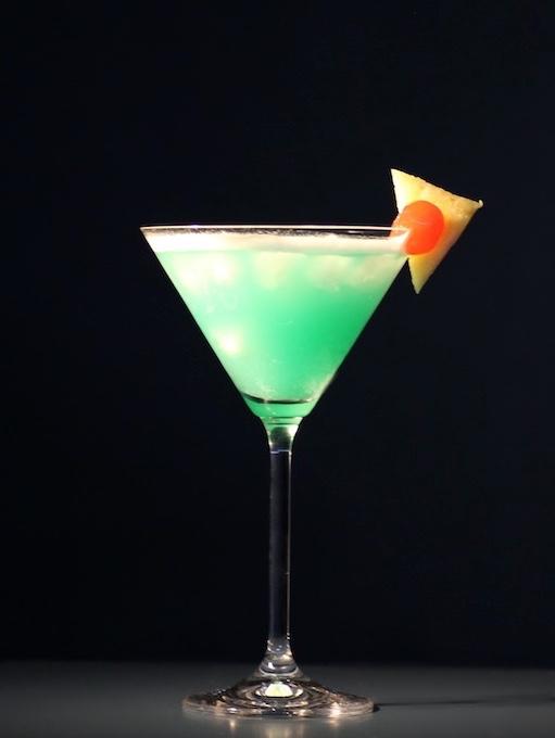 Envy-Cocktail-Ananasscheibe-Cocktailkirsche